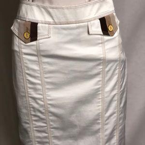 Bebe knee length polyester skirt size 6